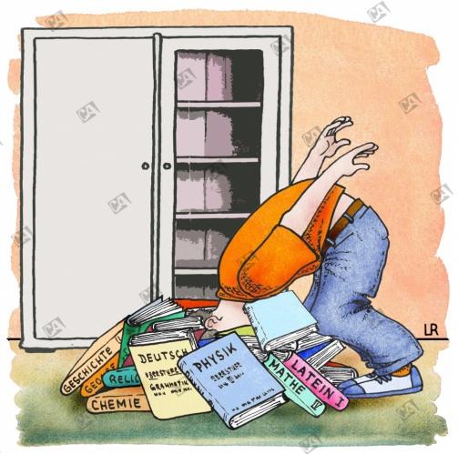 Ein Schüler steckt seinen Kopf in Bücher, die am Boden liegen