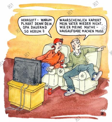 Zwei Schüler sitzen vor dem Fernseher
