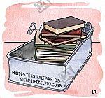 In einer geöffneten Konservendose befinden sich Bücher